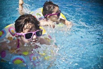 Otroci v bazenu